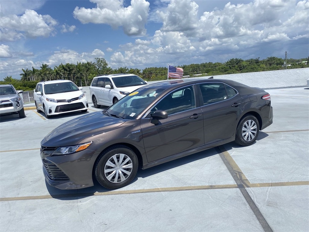 Pre-Owned 2019 Toyota Camry Hybrid LE