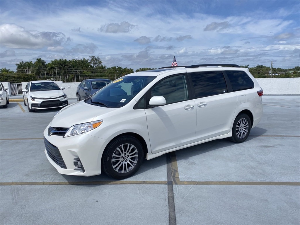 Pre-Owned 2020 Toyota Sienna XLE Premium